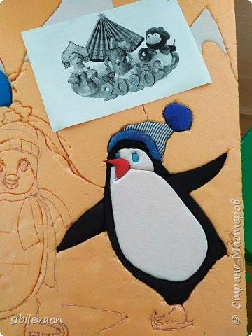 Здравствуйте, жители СТРАНЫ МАСТЕРОВ!      Очень захотелось поучаствовать в этом конкурсе, но до Нового года мы ничего не успели. Когда пришли с каникул, обсудили с ребятами условия. Алёша и Захар решили сделать поделку с пингвинами.      Антарктида – материк, где этих птиц круглый год окружает суровый зимний пейзаж. Значит, герои панно могут быть фигуристами, саночками, лыжниками, сноубордистами, хоккеистами! Несмотря на неуклюжий вид, пингвины – великолепные фигуристы! фото 4