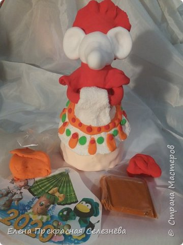 Дымковская крыска Лариска любимая работа , и самая кропотливая по изготовлению. Встречающая гостей с Хлебом и Солью. фото 5
