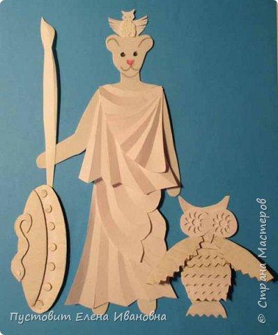 Добрый вечер, дорогие друзья! Представляю вам ещё один гротеск - мышка в образе римской богини Минервы, покровительницы искусств и ремёсел.Наступивший 2020-й год богат событиями.Прошедший год был годом театра, в этом году и все последующие 5 лет будет уделено много внимания народному творчеству.Как видите, у Минервы не копьё, а кисть! А мудрость пусть  поможет всем нам  жить в мире и согласии и заниматься  творчеством! фото 12