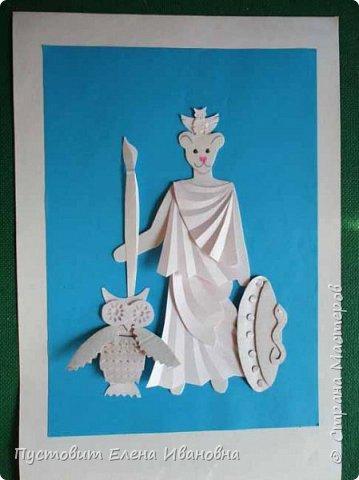 Добрый вечер, дорогие друзья! Представляю вам ещё один гротеск - мышка в образе римской богини Минервы, покровительницы искусств и ремёсел.Наступивший 2020-й год богат событиями.Прошедший год был годом театра, в этом году и все последующие 5 лет будет уделено много внимания народному творчеству.Как видите, у Минервы не копьё, а кисть! А мудрость пусть  поможет всем нам  жить в мире и согласии и заниматься  творчеством! фото 13