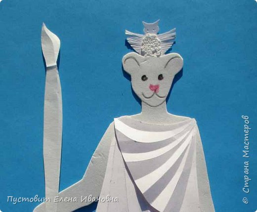 Добрый вечер, дорогие друзья! Представляю вам ещё один гротеск - мышка в образе римской богини Минервы, покровительницы искусств и ремёсел.Наступивший 2020-й год богат событиями.Прошедший год был годом театра, в этом году и все последующие 5 лет будет уделено много внимания народному творчеству.Как видите, у Минервы не копьё, а кисть! А мудрость пусть  поможет всем нам  жить в мире и согласии и заниматься  творчеством! фото 4