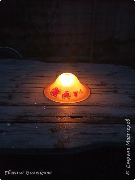 Вечером, когда сад наполняется благоуханием ароматов,  стрекотанием кузнечиков и других насекомых, так приятно посидеть, помечтать, помедитировать...Мы много лет подряд покупали маленькие фонарики на солнечных батареях, правда, они постепенно выходят из строя...  Но теперь у нас появились свои светильники, которые наполняют пространство загадочным, романтичным светом. фото 9