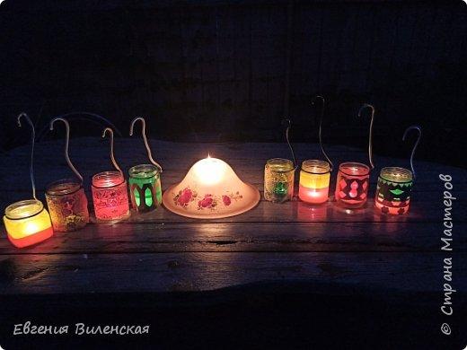 Вечером, когда сад наполняется благоуханием ароматов,  стрекотанием кузнечиков и других насекомых, так приятно посидеть, помечтать, помедитировать...Мы много лет подряд покупали маленькие фонарики на солнечных батареях, правда, они постепенно выходят из строя...  Но теперь у нас появились свои светильники, которые наполняют пространство загадочным, романтичным светом. фото 1
