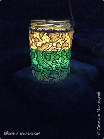 Вечером, когда сад наполняется благоуханием ароматов,  стрекотанием кузнечиков и других насекомых, так приятно посидеть, помечтать, помедитировать...Мы много лет подряд покупали маленькие фонарики на солнечных батареях, правда, они постепенно выходят из строя...  Но теперь у нас появились свои светильники, которые наполняют пространство загадочным, романтичным светом. фото 6