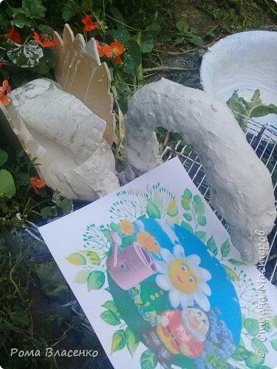 Добрый день, я решил украсить двор и сделать цветочный домик в виде лебедя. фото 7