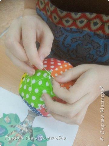Мячики из яркого лоскута фото 7