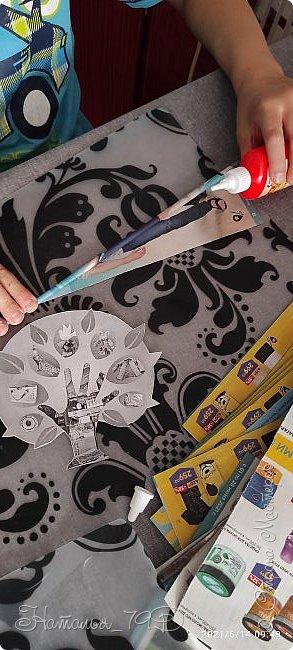Всем доброго дня! За учебный год накопилось большое количество карандашей, фломастеров и цветных ручек и покупная подставка уже не справлялась. Нужна была большая карандашница.  На балконе как раз была стопка газет и было решено сделать вот такую необычную карандашницу.   фото 4