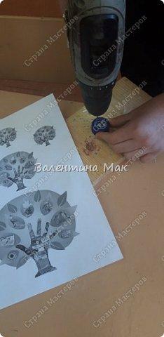 Коврик из пластиковых крышек можно использовать у порога или как массажный . фото 3