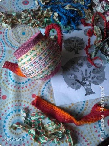 В моем доме добавился ещё один уютный, яркий и красивый предмет. давно мечтала взяться за старые чайники. Обновить, дать новую жизнь. И реализовать из запасов те материалы, которые многие выбрасывают. А я не могу и пытаюсь их переделать и порадовать себя и родных. Можно использовать как подставку для карандашей. фото 11