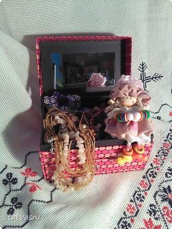 """Знакомьтесь Куколка Настенька.  Я сижу на сундучке, Думаю,что делать? Мне от бабушки досталось """"Старое"""" наследство... фото 5"""