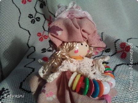 """Знакомьтесь Куколка Настенька.  Я сижу на сундучке, Думаю,что делать? Мне от бабушки досталось """"Старое"""" наследство... фото 16"""