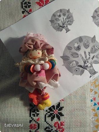 """Знакомьтесь Куколка Настенька.  Я сижу на сундучке, Думаю,что делать? Мне от бабушки досталось """"Старое"""" наследство... фото 14"""
