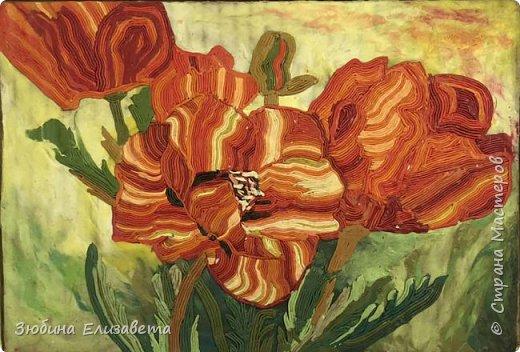 Хочу представить свою работу – «Маки». Я создавала эту картину в память о мастере - Ирине Казаковой - Голубке, человеке, который посвятил себя и свою жизнь миру искусства и творчества.  Маки - это великолепные цветы, символ неувядаемой молодости и женского очарования. ***  Маки - это те цветы,  В которых нежность и пламя любви.  Когда на маки смотрю,  То картину Моне вспоминаю.  Гимн макам я воздаю,  И стихи о них возлагаю. /Натали Стэфф/  фото 2