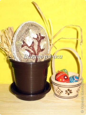 Яицо, обмотанное бичёвкой и украшенное цветами.   фото 6