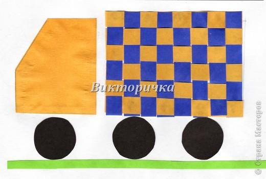 Вариант простого плетения бумажными полосками в два цвета. фото 5