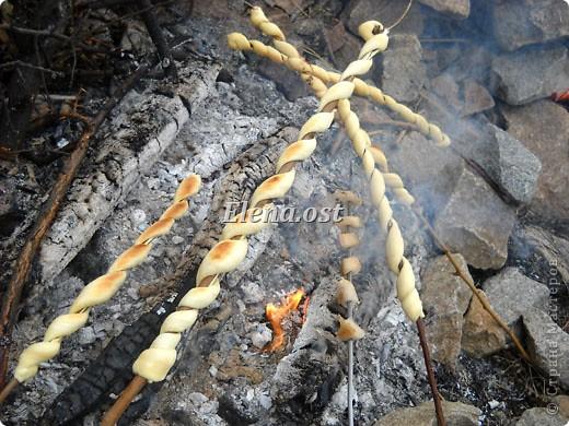 Хлеб у костра с картошечкой - объедение! При копировании статьи, целиком или частично, пожалуйста, указывайте активную ссылку на источник! http://stranamasterov.ru/user/9321 http://stranamasterov.ru/node/24795 фото 9