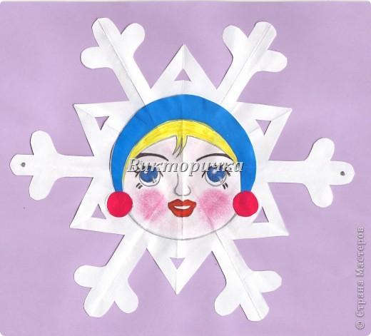 Фрагмент гирлянды - единичная снежинка-девочка. фото 1