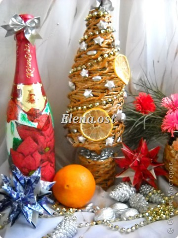 Для композиции использовала: плетеную елочку из газет, корзинку из газет для зимнего букета, бутылка с декупажем, кусудамы Нины Острун, природный материал. При копировании статьи, целиком или частично, пожалуйста, указывайте активную ссылку на источник! http://stranamasterov.ru/user/9321 http://stranamasterov.ru/node/40412 фото 2