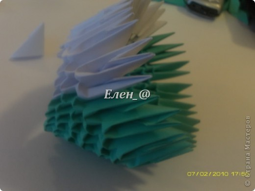 По многочисленным просьбам... Все, что нам понадобится- офисная бумага зеленого и белого цвета, из которой нужно с делать соответственно : зеленых модулей-290 белых-135 фото 12
