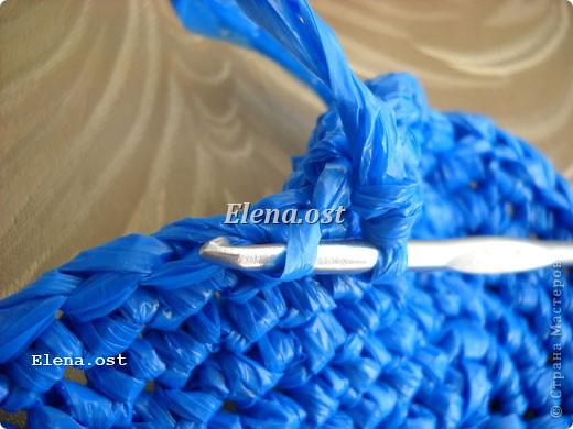 Предлагаю связать шяпки из полиэтиленовых пакетов. Эти декоративные шляпки можно использовать для украшения интерьера, а можно нарядить игрушки и куклы или декорировать предметы. При копировании статьи, целиком или частично, пожалуйста, указывайте активную ссылку на источник! http://stranamasterov.ru/user/9321 http://stranamasterov.ru/node/84187 фото 30
