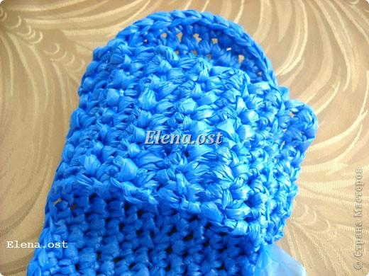 Предлагаю связать шяпки из полиэтиленовых пакетов. Эти декоративные шляпки можно использовать для украшения интерьера, а можно нарядить игрушки и куклы или декорировать предметы. При копировании статьи, целиком или частично, пожалуйста, указывайте активную ссылку на источник! http://stranamasterov.ru/user/9321 http://stranamasterov.ru/node/84187 фото 32
