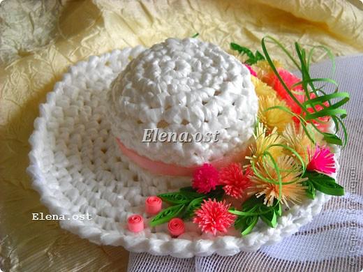 Предлагаю связать шяпки из полиэтиленовых пакетов. Эти декоративные шляпки можно использовать для украшения интерьера, а можно нарядить игрушки и куклы или декорировать предметы. При копировании статьи, целиком или частично, пожалуйста, указывайте активную ссылку на источник! http://stranamasterov.ru/user/9321 http://stranamasterov.ru/node/84187 фото 13