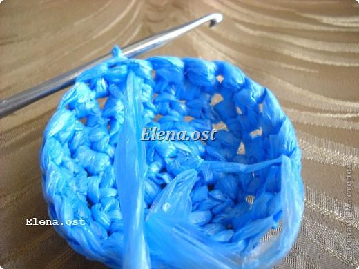 Предлагаю связать шяпки из полиэтиленовых пакетов. Эти декоративные шляпки можно использовать для украшения интерьера, а можно нарядить игрушки и куклы или декорировать предметы. При копировании статьи, целиком или частично, пожалуйста, указывайте активную ссылку на источник! http://stranamasterov.ru/user/9321 http://stranamasterov.ru/node/84187 фото 7