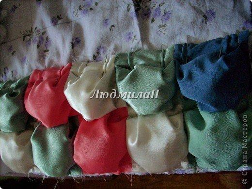Сшила для внучки одеялко в технике ,,Пуфики,, Размер 132см Х 95 см http://quiltstudio.ru/?p=438#more-438 там всё пошагово описывается.Успеха!   фото 9