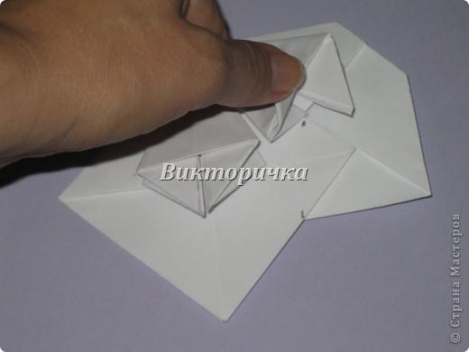 Такой цветочек ПИОНА сделан из пяти отдельно сложенных модулей. Были взяты листы писчей бумаги, формат А4 и обрезаны до правильного квадрата. Думаю, что если взять более тонкую бумагу, например, папиросную, то можно было бы сделать цветок более мелкого размера. Да и выглядел бы он оригинально - немного полупрозрачно, таинственно. Вдруг, именно такой эффект кому-то понадобится. фото 13