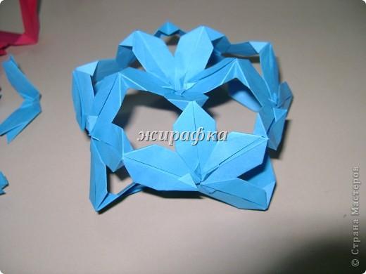Poinsettia из книги Mukerji M.-Marvelous modular origami. Схему для неё любезно предоставила Олеся1979   на http://stranamasterov.ru/node/66700 фото 12