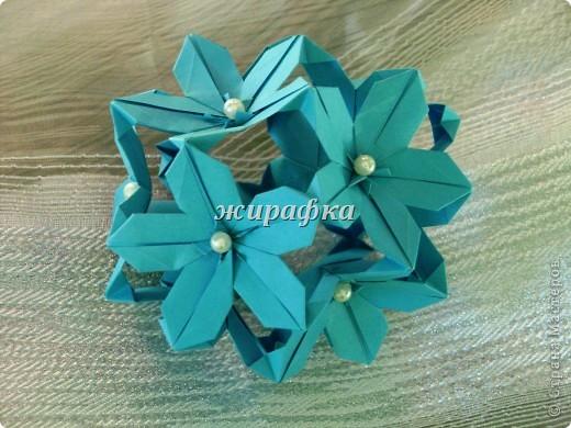 Poinsettia из книги Mukerji M.-Marvelous modular origami. Схему для неё любезно предоставила Олеся1979   на http://stranamasterov.ru/node/66700 фото 20