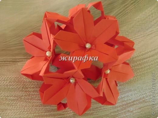 Poinsettia из книги Mukerji M.-Marvelous modular origami. Схему для неё любезно предоставила Олеся1979   на http://stranamasterov.ru/node/66700 фото 21