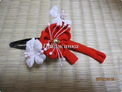Канзаши (Kanzashi) - украшения для волос, используемые в традиционных китайских и японских прическах. Сразу оговорюсь, что я сама их не делала. Это покупные. Выставляю, может, кому пригодятся идеи. фото 3