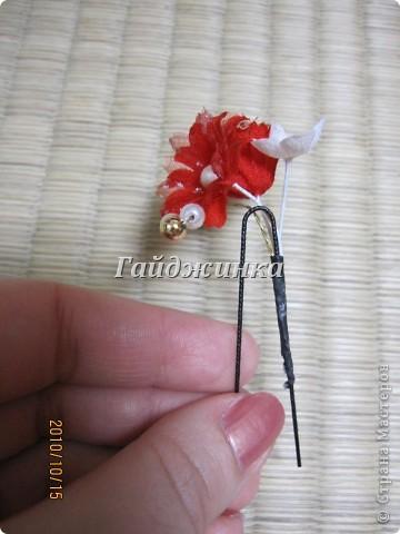 Канзаши (Kanzashi) - украшения для волос, используемые в традиционных китайских и японских прическах. Сразу оговорюсь, что я сама их не делала. Это покупные. Выставляю, может, кому пригодятся идеи. фото 7