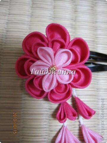 Канзаши (Kanzashi) - украшения для волос, используемые в традиционных китайских и японских прическах. Сразу оговорюсь, что я сама их не делала. Это покупные. Выставляю, может, кому пригодятся идеи. фото 1