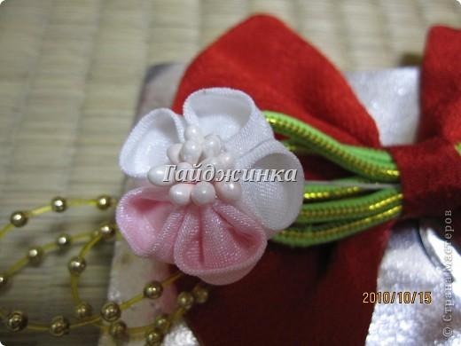 Канзаши (Kanzashi) - украшения для волос, используемые в традиционных китайских и японских прическах. Сразу оговорюсь, что я сама их не делала. Это покупные. Выставляю, может, кому пригодятся идеи. фото 9