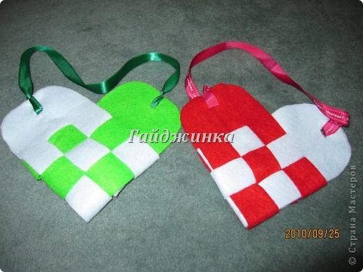 Такую сумочку можно сделать в подарок. Внутрь можно положить сладости, конфеты, открытку. Ссылка на МК: http://www.glico.co.jp/kosodate/party/felt.htm фото 1