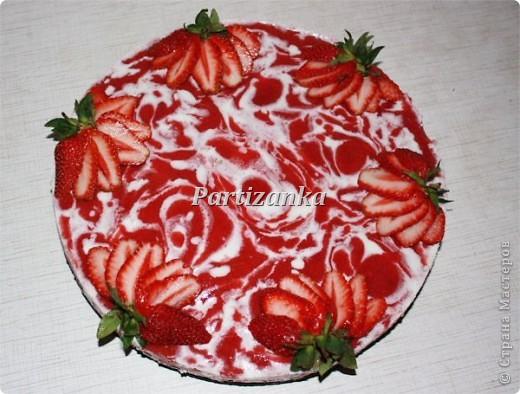 Торт клубничный мраморный фото 1