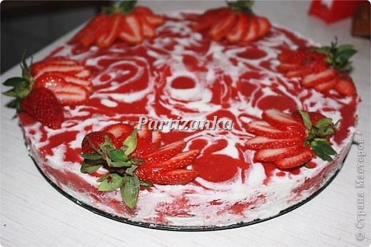 Торт клубничный мраморный фото 2