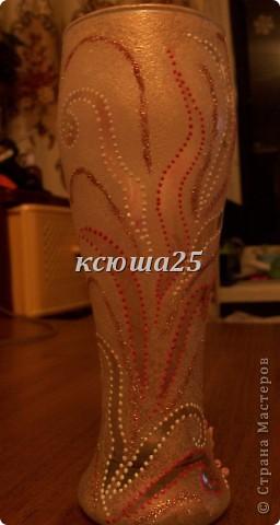 Мамуля приехала в гости и привезла бокал,ну вот мы его и раскрасили. Он стал похож на маленькую вазочку,потому что его форма как раз подходит. Наверно будет для маминых цветочков,она их так любит выращивать))) фото 7