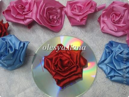 Розы из атласных лент фото 5
