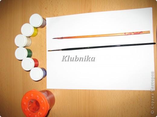 ВАМ понадобиться: плотный лист бумаги (с альбома), гуашь, кисточки: кошачку и колонок №3 или 4, стаканчик с водой. фото 1