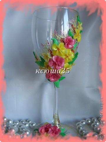 Мне заказали бокал на выпускной вечер для дочки, встречать рассвет. Бокал решили сделать ярким,солнечным,я думаю должен понравиться? Если сегодня одобрит заказ,то начну еще свечу делать,потом корсаж и цветы в голову. http://stranamasterov.ru/node/112795 вот здесь мк цветка розового и листиков фото 1
