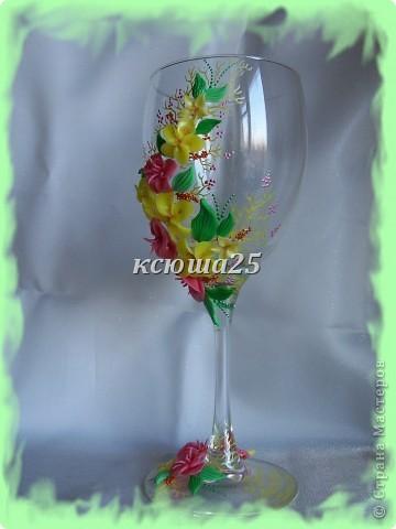 Мне заказали бокал на выпускной вечер для дочки, встречать рассвет. Бокал решили сделать ярким,солнечным,я думаю должен понравиться? Если сегодня одобрит заказ,то начну еще свечу делать,потом корсаж и цветы в голову. http://stranamasterov.ru/node/112795 вот здесь мк цветка розового и листиков фото 5