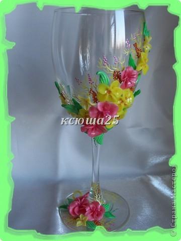 Мне заказали бокал на выпускной вечер для дочки, встречать рассвет. Бокал решили сделать ярким,солнечным,я думаю должен понравиться? Если сегодня одобрит заказ,то начну еще свечу делать,потом корсаж и цветы в голову. http://stranamasterov.ru/node/112795 вот здесь мк цветка розового и листиков фото 6