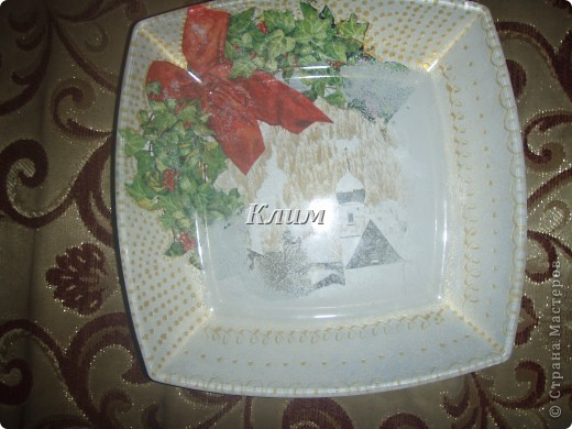 Вот такие три тарелочки у меня получились. У всех взят одинаковый мотив, но оформление разное . фото 2