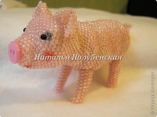 Свинка из бисера фото 1