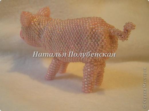 Свинка из бисера фото 3