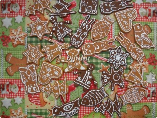 Пряники Рождественские из полимерки с корицей (светлые) и имбирем (шоколадные).  Обладают тонким ароматом. Это магниты на холодильник и елочные украшения:) фото 1