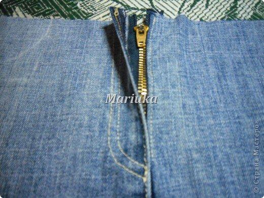 Здравствуйте, дорогие мастерицы))) Я долго рассматривала Ваши работы и вот, решила вынести на Ваш суд свою.Это мой первый МК и я очень волнуюсь. Итак, отрезаем от джинсов нижние части штанин и распарываем по одному шву(который без отстрочки) фото 7